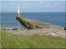 NJ9605 : South Breakwater, Aberdeen Harbour by G Laird