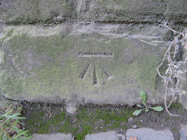 OS Cut Benchmark, Barnard Road