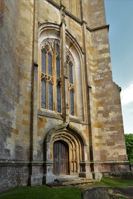 Chipping Campden, St. James Church: West entrance to the tower