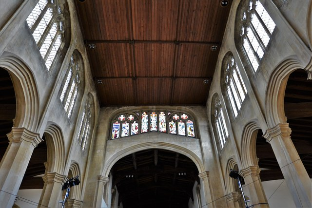 Chipping Campden, St. James Church: The nave and so called Cotswold Window over the chancel arch