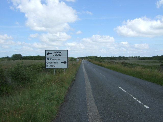 Approaching the B3293, Goonhilly Downs