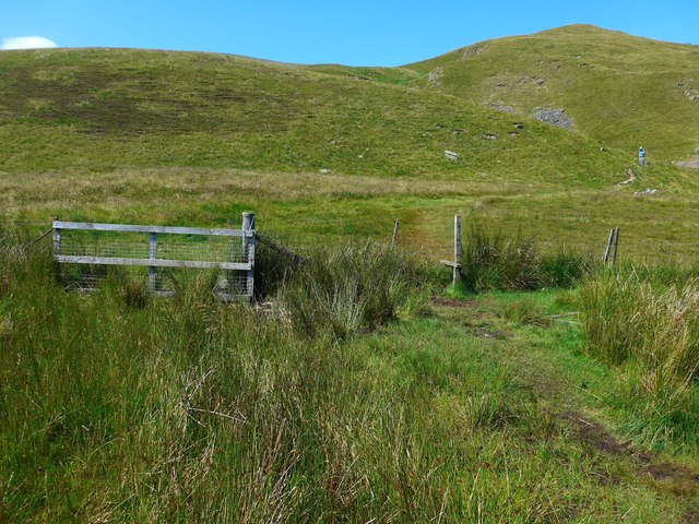 Fence and stile on the path to Dollar Glen