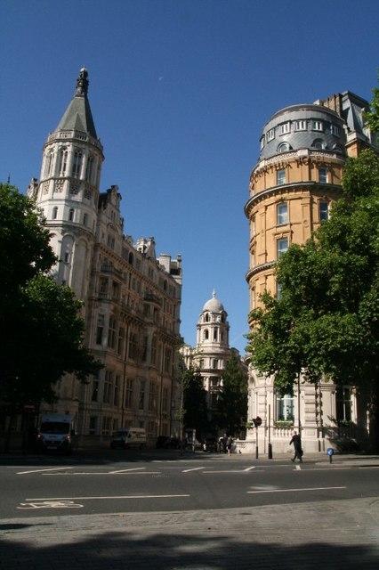 Nothumberland Avenue outside Embankment tube station