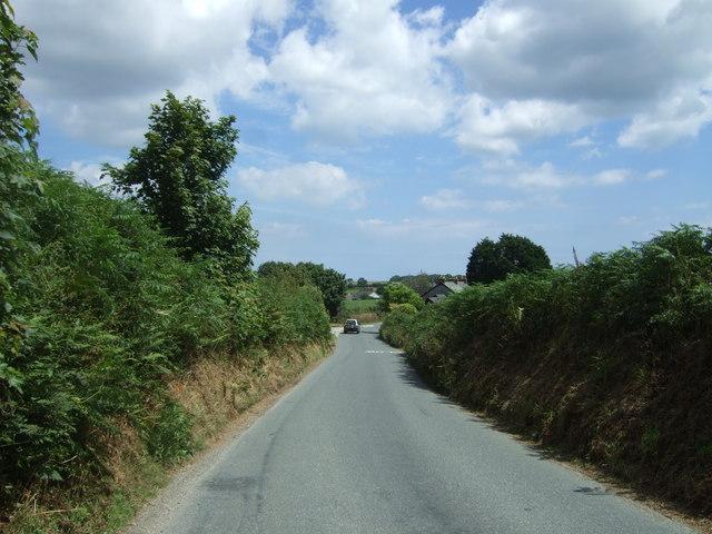 Minor road approaching Treverva