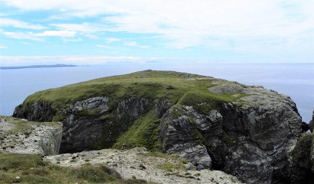 Fortified headland at Dinas