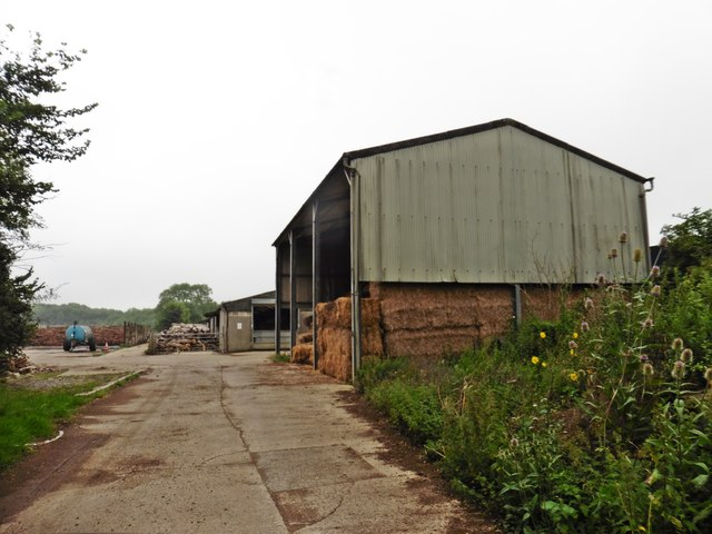Farm buildings near Longroves Reservoir