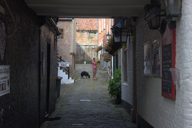 Whitby. Alley off Church St alongside White Horse and Griffin