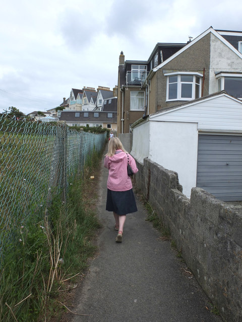 Path from Belmont Place to Headland Road