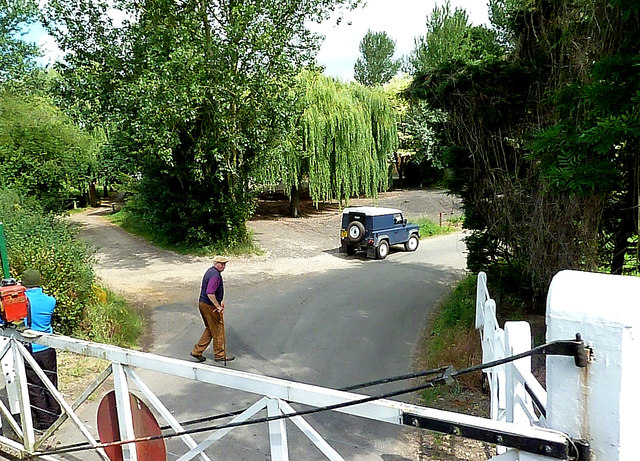 Thuxton Level Crossing