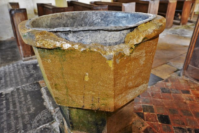 Hailes Old Church: c13th font 2