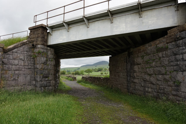 Rail bridge near Studfold Moss