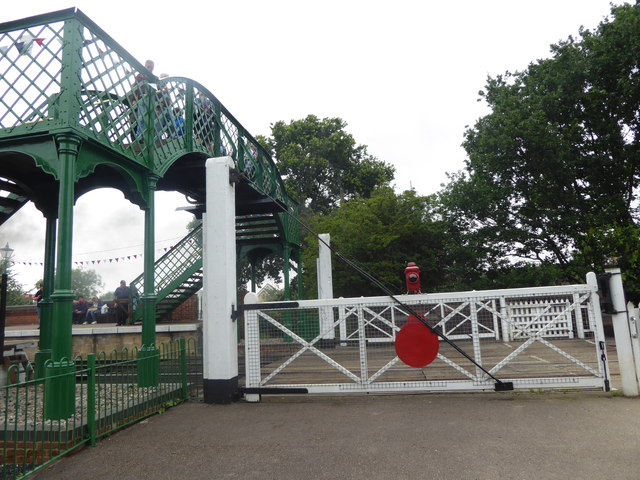 Level crossing and footbridge at North Weald station
