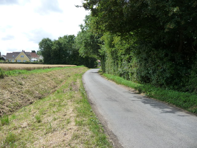 Mellis Road entering Gislingham