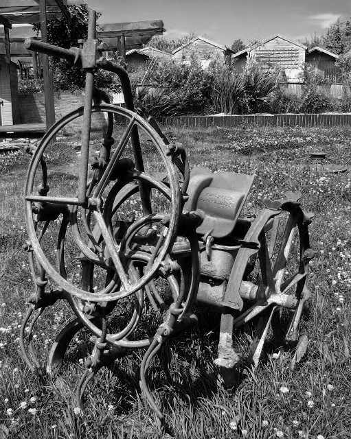 A two-speed potato digger