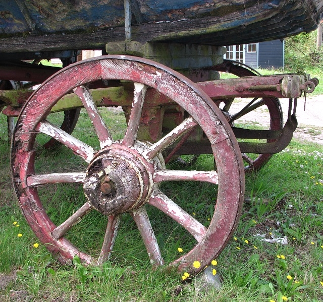 An old farm waggon - front wheels