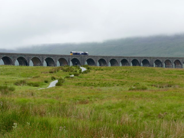 Diesel locomotive crossing the Ribblehead Viaduct