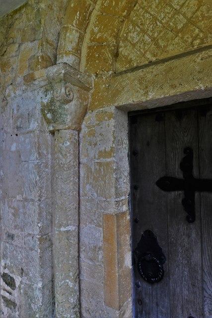 Saintbury, St. Nicholas' Church: Pillar and capital, Norman south doorway