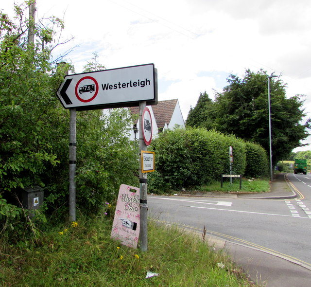 Weight restriction sign on a Nibley corner, South Gloucestershire