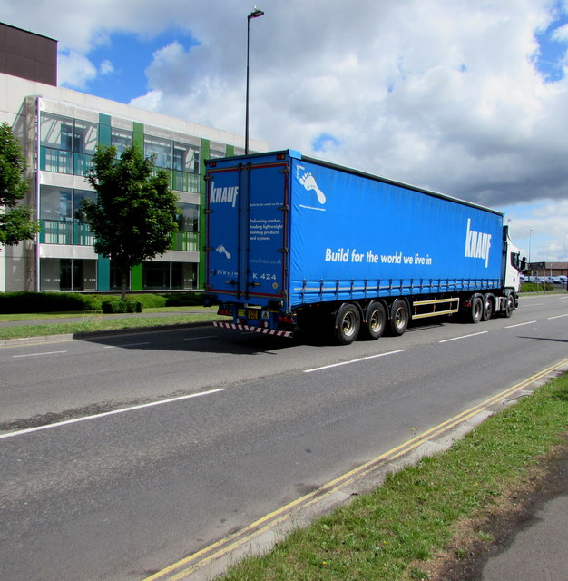 Knauf articulated lorry at the western edge of Yate