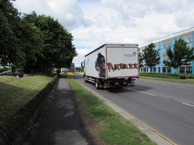 Pedigree Wholesale lorry approaches Badminton Road Trading Estate, Yate