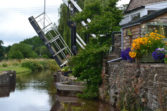 Lifting bridge No. 148 on the Monmouthshire and Brecon Canal