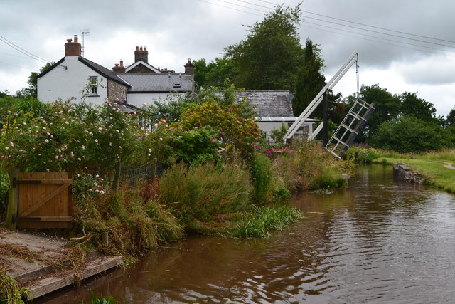House and lifting bridge No. 148 on the Monmouthshire and Brecon Canal