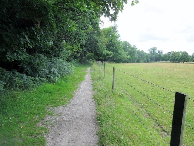 Bridleway adjacent to Brockenhurst Park