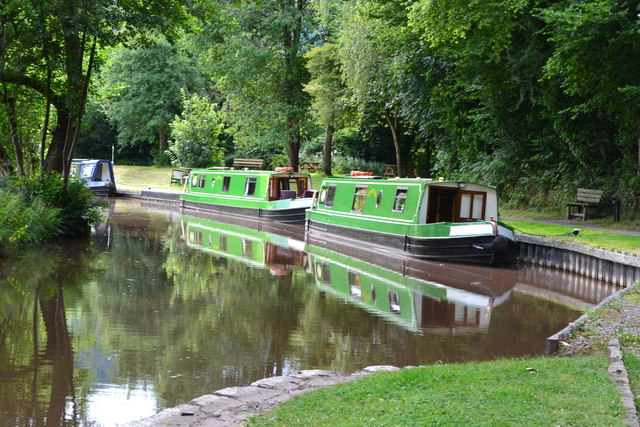 Narrowboats above the top lock at Llangynidr