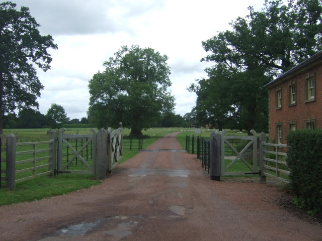 Drive to Lodge to Hanbury Hall