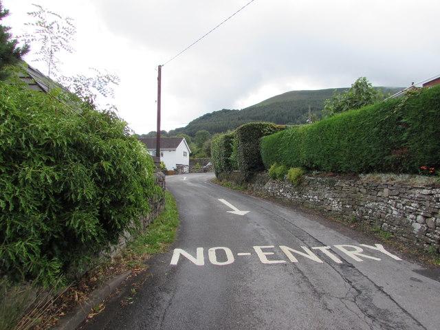 NO ENTRY on a side road, Govilon