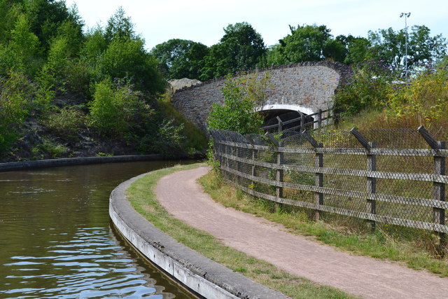 A465 bridge over the Monmouthshire and Brecon Canal