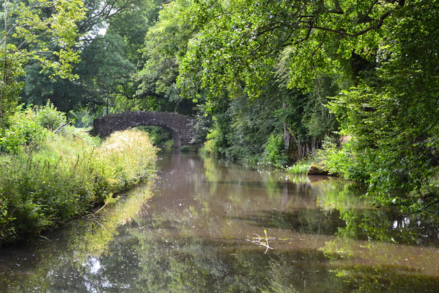 Monmouthshire and Brecon Canal approaching bridge No. 83