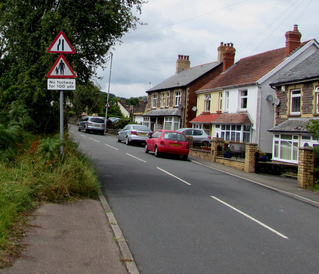 End of the pavement on the south side of Merthyr Road, Govilon