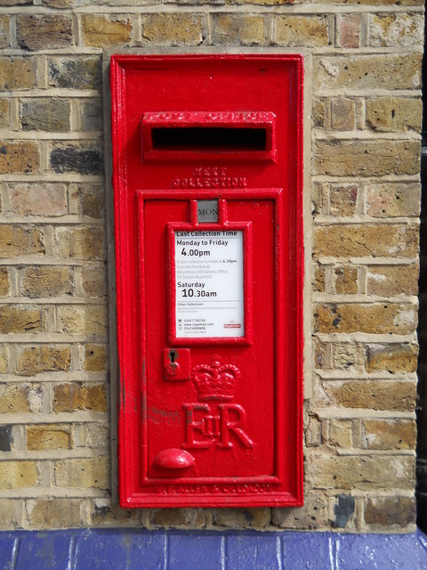 Wall-mounted EIIR postbox at Winchmore Hill station