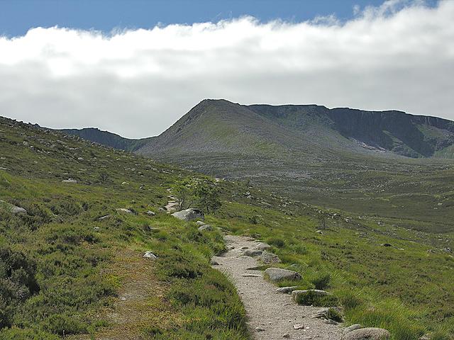 On the Coire an t-Sneachda path