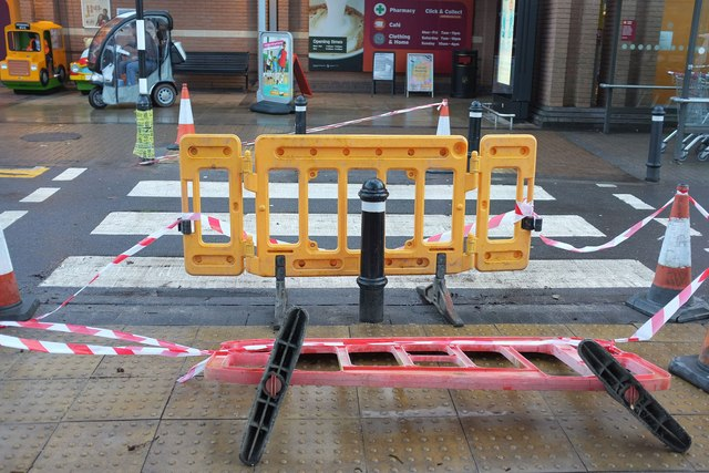 Closed pedestrian crossing, The Willows