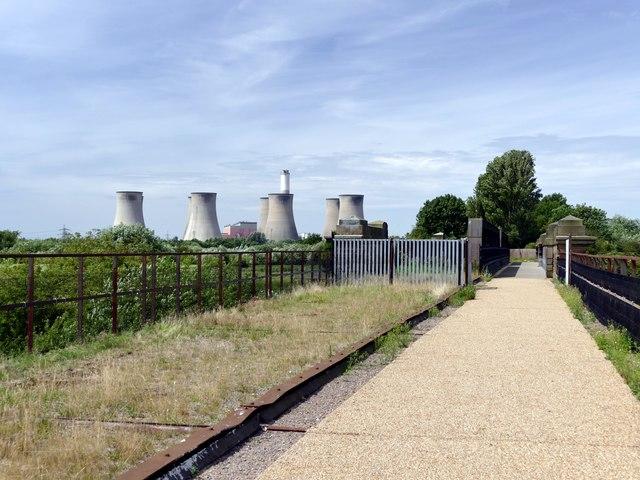 A walk around Cottam power stations (8)