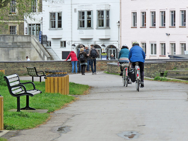 Cambridge: sightseers and cyclists