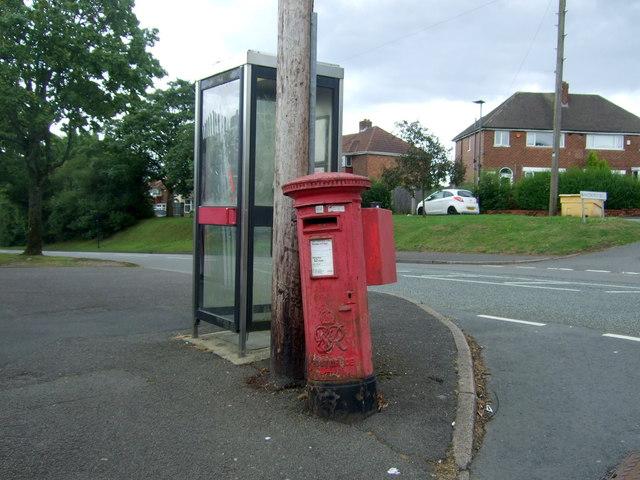 George VI postbox and telephone box on Groveley Lane