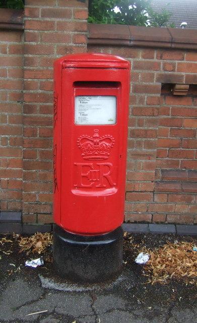 Elizabeth II postbox on Rednal Road