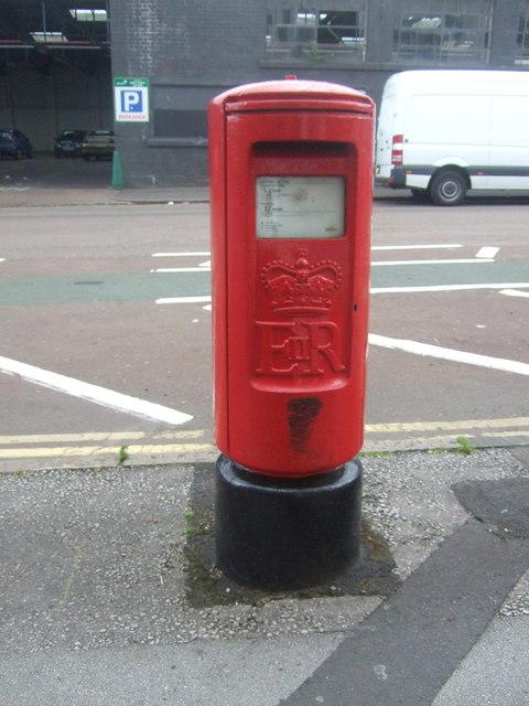 Elizabeth II postbox on Hurst Street