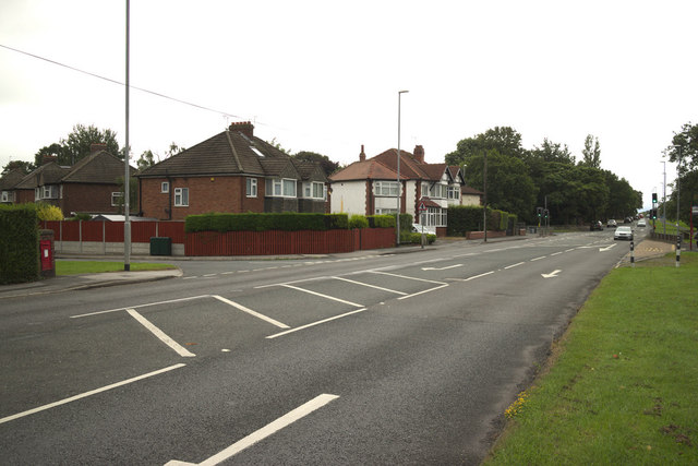King Lane junction with Nursery Grove