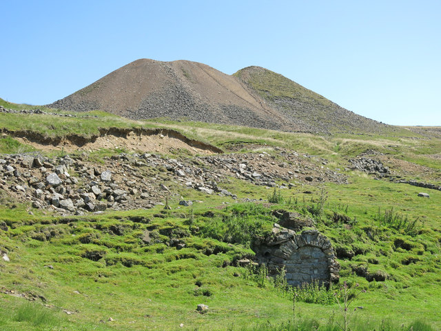 Lead mine spoil heaps and old level above Marl Beck