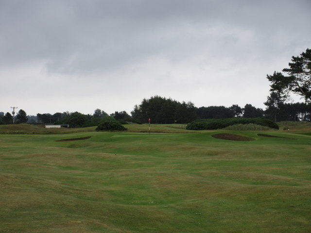 Monifieth Ashludie 4th hole, The Larches