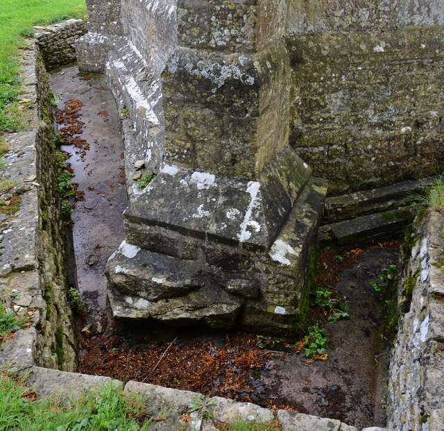 Little Barrington, St. Peter's Church: Ditch around the c12th tower