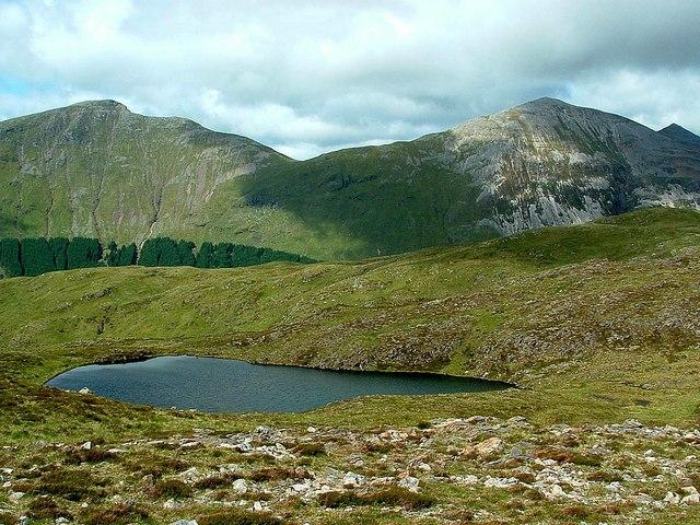 Lochan on the NE ridge of Fraochaidh