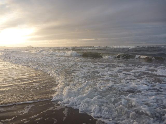Coastal East Lothian : Waves, Belhaven Bay