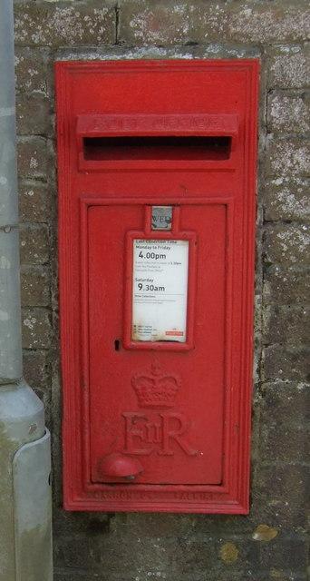 Elizabeth II postbox, Treverva