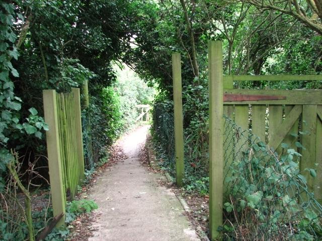 Public footpath to St Olaves