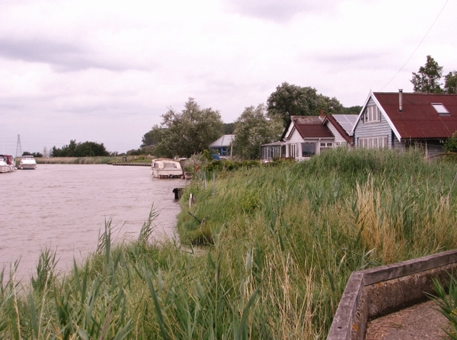 The River Waveney past bungalows in St Olaves